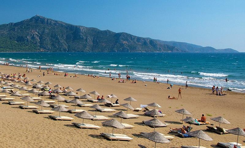 Истузу пляж