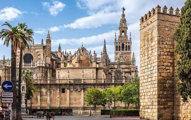 севильский кафедральный собор и башня Хиральда
