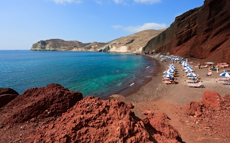 красный пляж тира