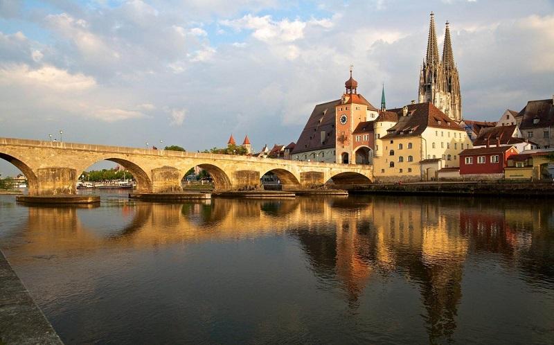 старый каменный мост в регенсбурге