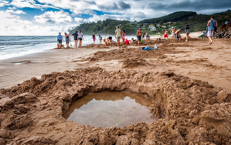 горячий пляж hot water beach