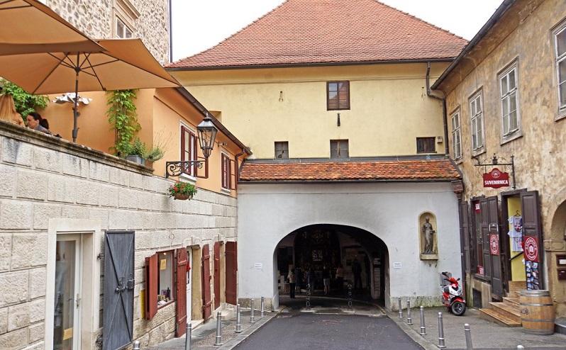 каменные ворота загреб