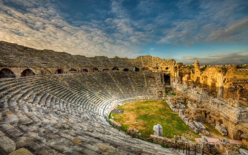 античный амфитеатр в сиде