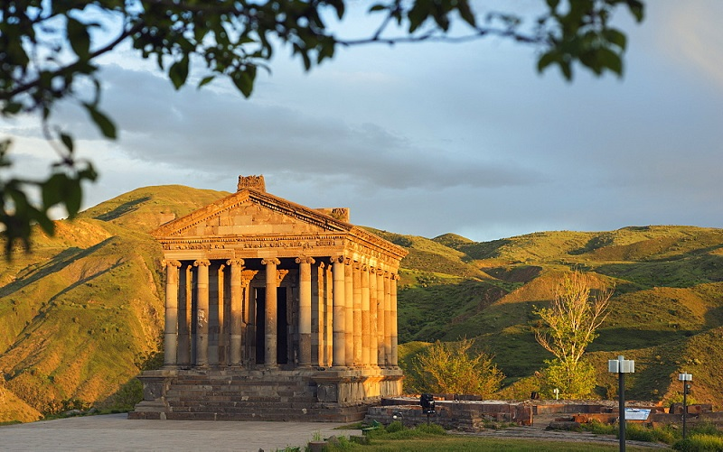 храм михра в гарни