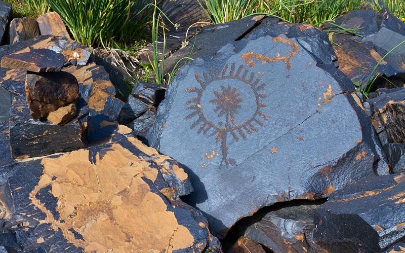 петроглифы саймалы-таш