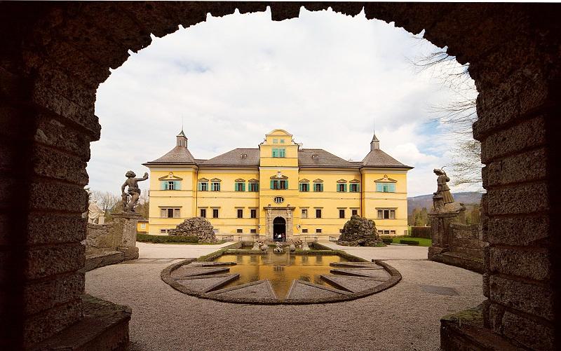замок хельбрунн